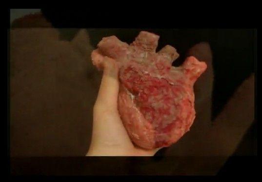 赤い心臓のチョコレート