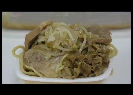 ラーメン二郎を吉野家の牛丼にブッかけると美味!