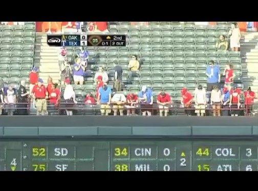試合中にボールを拾おうとした観客が死亡
