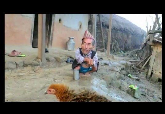 世界一小さい人候補のネパール人男性