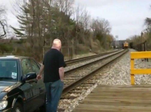 電車に轢かれそうになるのを避ける方法