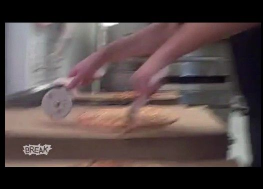 もの凄く速くピザを切るピザ屋さんが凄い