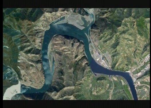 北朝鮮の川の底に何かある・・!?
