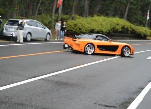 スーパーカーミーティングで見学車両が観客をはねる事故