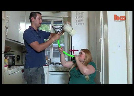 体重50kgから100kg越えに。一日5000kcal目標ミルクシェーキを流し込む女性