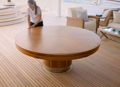 回転させると変形するテーブルがカッコイイ!!
