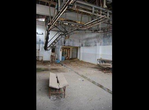 某食肉センターの廃墟