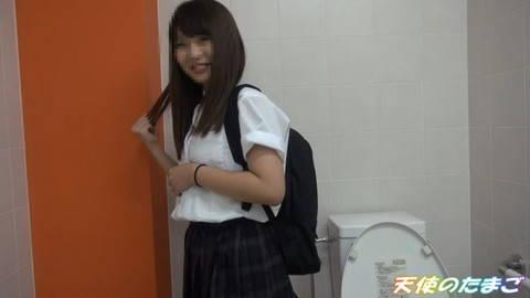 【個撮】多目的トイレでガチハメする円光少女…清楚に見えてヤバすぎる…