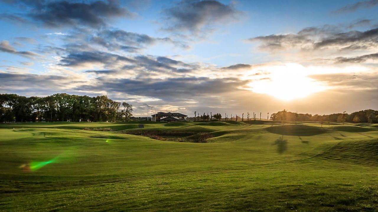 雄大なゴルフ場
