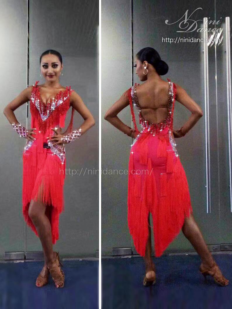 6a3df370b6103 D729フロアで目立つネオンレッドに豪華装飾のラテンドレス