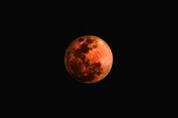 moon-3182407_1920