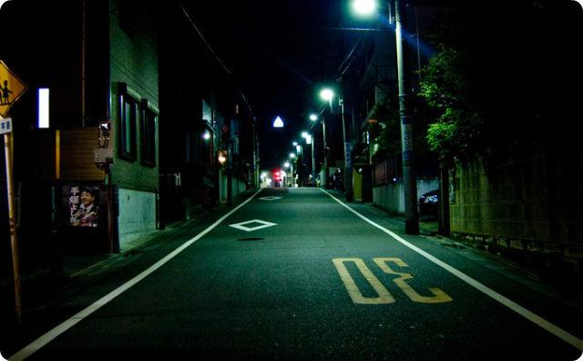 【恐怖】深夜3時、バイクで帰ってると尋常じゃない奴に遭遇した