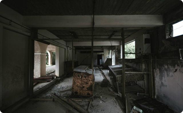 【衝撃】仕事で『廃墟のホテル』に現地調査にいったんだが、1枚だけめちゃくちゃ変な写真が撮れた