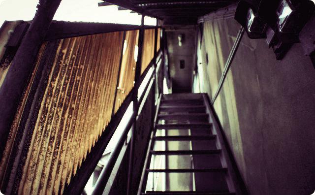 木造アパート-押入れから出てくる幽霊