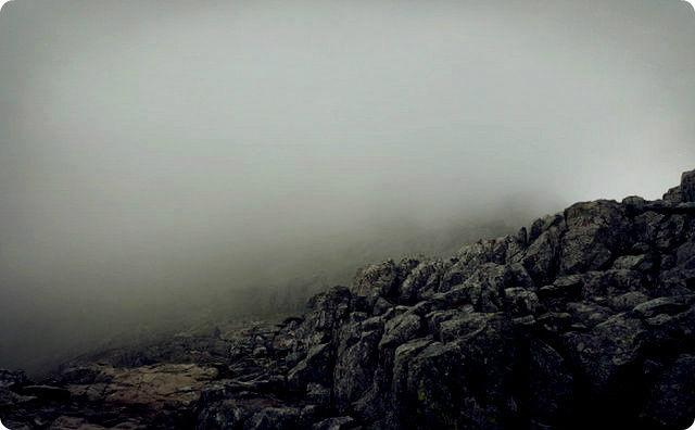 登山、曇り空