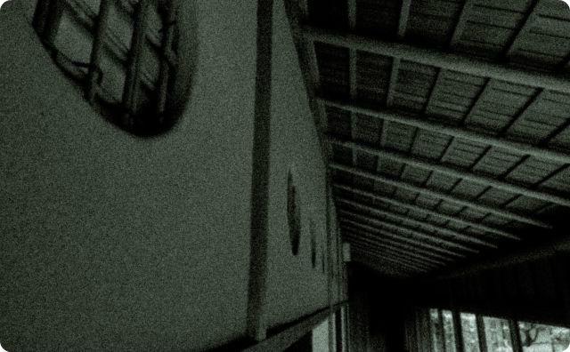 暗い家、部屋