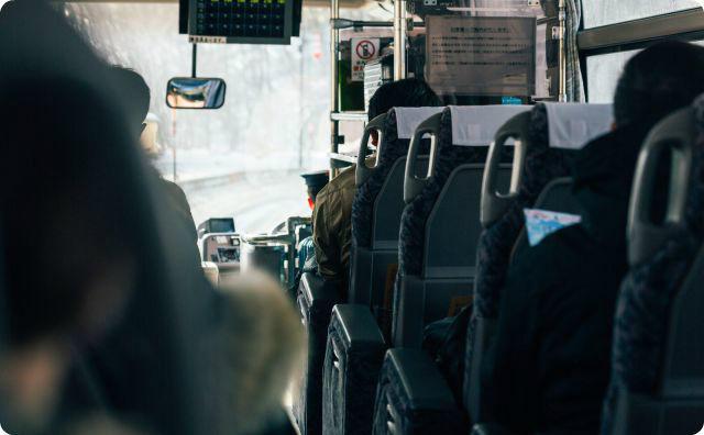 バス、車内