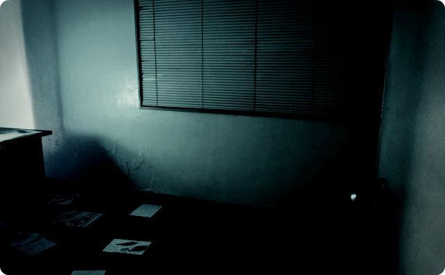 暗い事務所