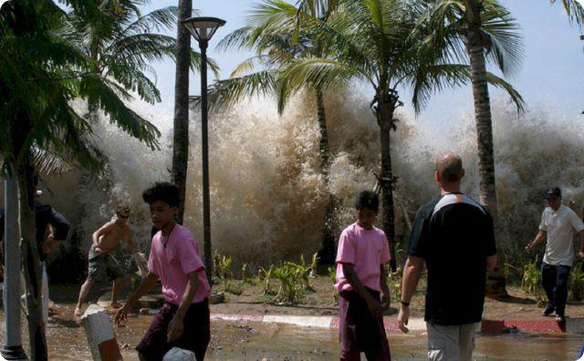 スマトラ島沖地震、津波