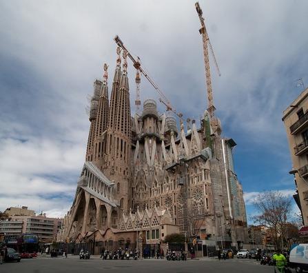 barcelona-3436974_960_720