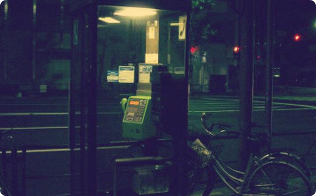 ゾッとする話-パーキングエリア-電話ボックス