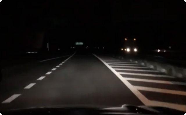 夜の道路、ドライブ