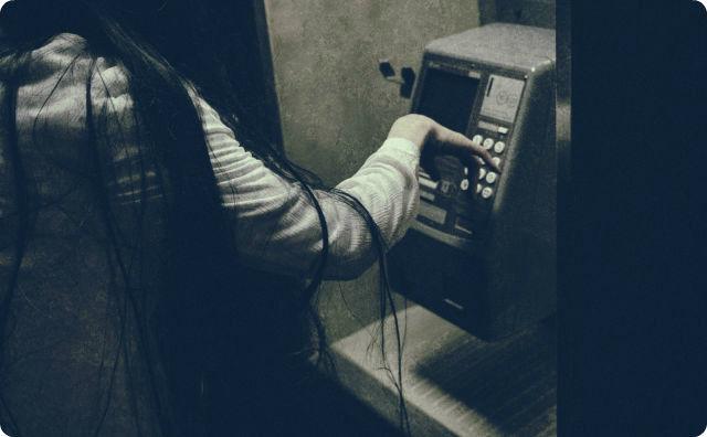 公衆電話、女