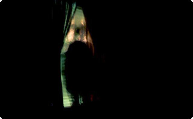 窓の外の幽霊