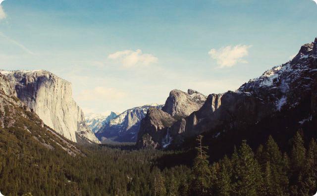 【山】奥地に行くと絶壁を人が物凄いスピードで上がって行く様が見られるらしい。当然、絶対にそれはこの世の人間ではない。