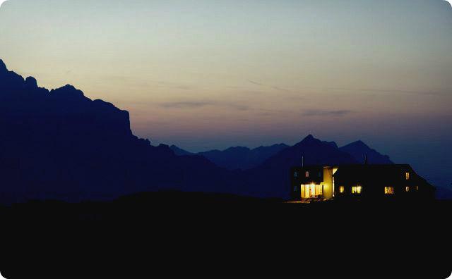 夜の山小屋