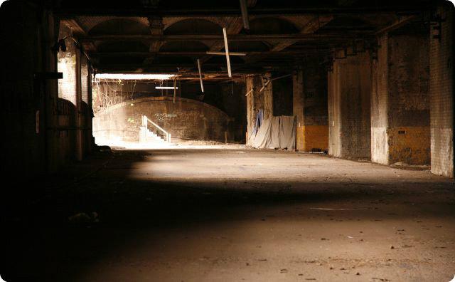 倉庫、バイト、怖い話