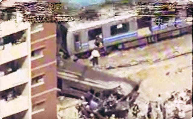 電車脱線事故