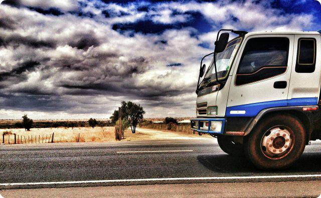 トラック-怖い話