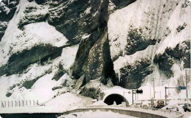 豊浜トンネル