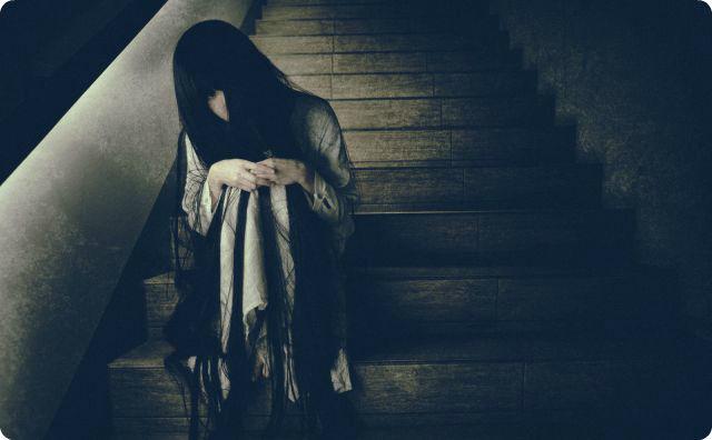 階段、幽霊