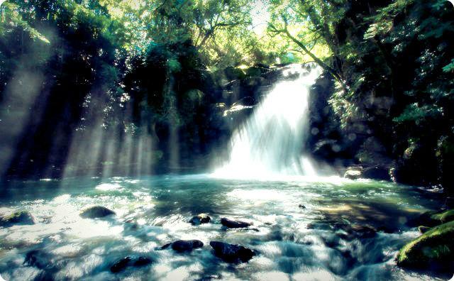 滝、神秘的