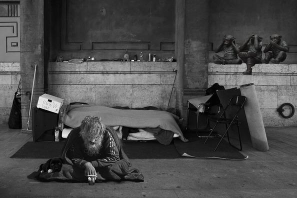 homeless-man-2653445_960_720