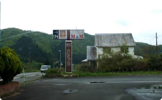 廃墟、駐車場