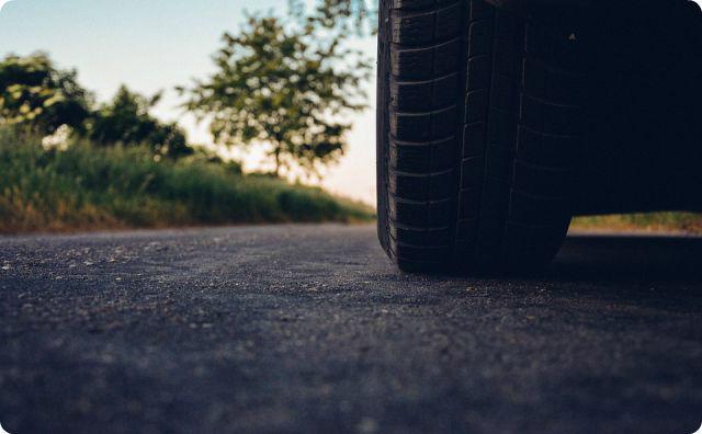 車、タイヤ
