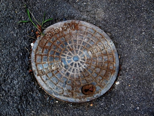 manhole-cover-2723518_960_720