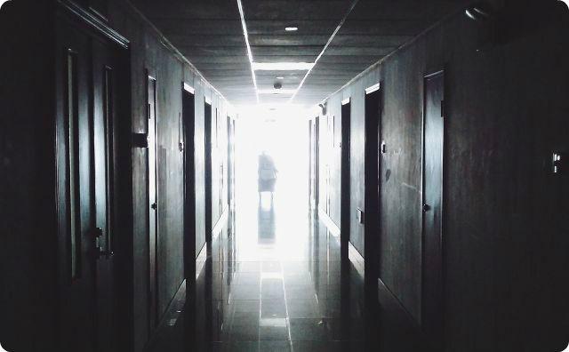 病院、廊下