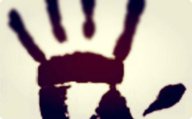 【ゾッとする話】子供の手の跡