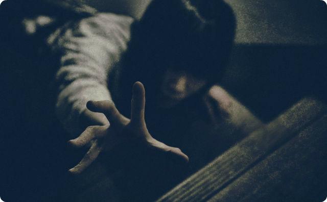 【恐怖】エレベータに閉じ込められた人間、これからヤバいことが起こります・・・