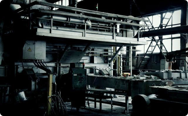 【※事故】超可愛い女の子(17)、工場のプレス機で潰れされる・・・
