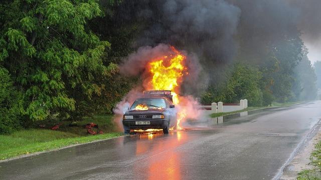 car-accident-2789841_960_720