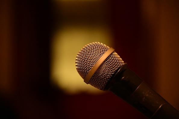 microphone-3171249_960_720