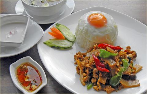 New Prawjai(鶏肉のバジル炒めご飯)