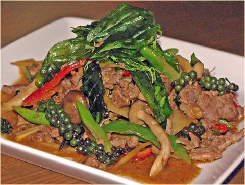New Prawjai〈牛肉のバジル辛み炒め〉
