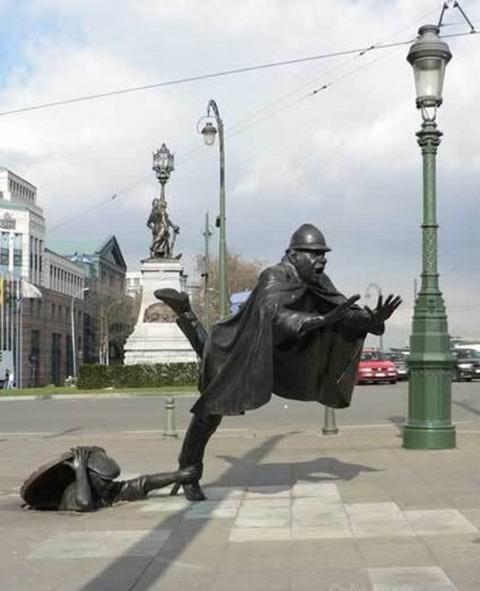 20-craziest-sculptures09
