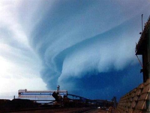 Shelf-Clouds-4